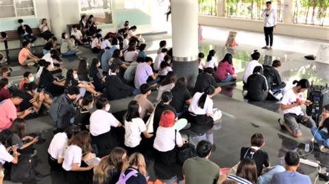 抗議行動を強化するチェンマイ大学の学生.png