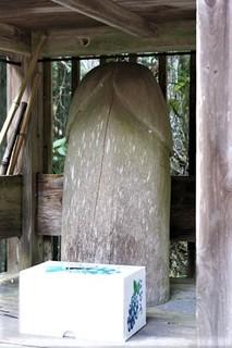 珍宝神社の石.jpg