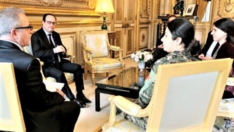 YPJ司令官とオランド仏大統領との会談.png
