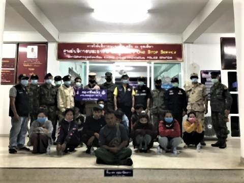 pict-12 illegal migrants from Laos.jpg