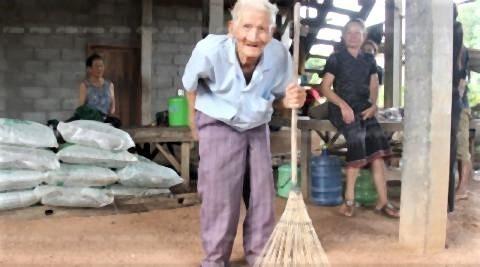 pict-128-year-old man.jpg