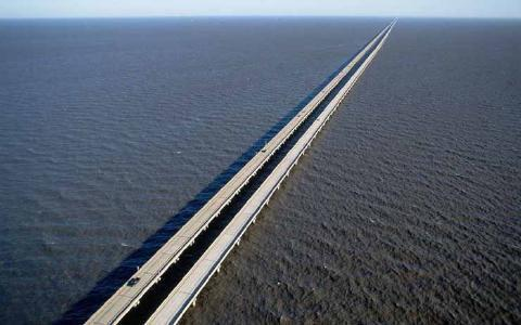 pict-15.-Lake-Pontchartrain-Causeway-Louisiana.jpg