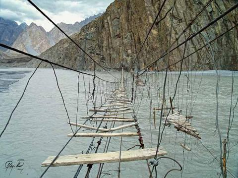 pict-18.-Hussaini-Hanging-Bridge-Pakistan.jpg