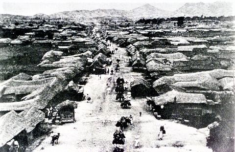 pict-1880年代のSeoul 南大門大通り(中心街)1.jpg
