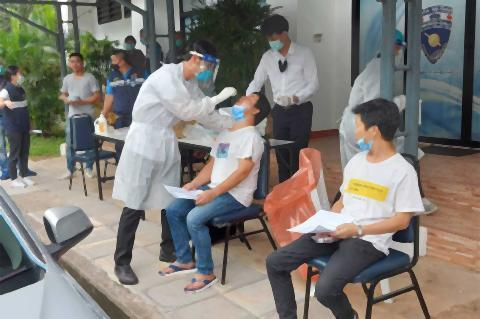 pict-19 Chinese held in Chiang Mai for illegal entry 2.jpg