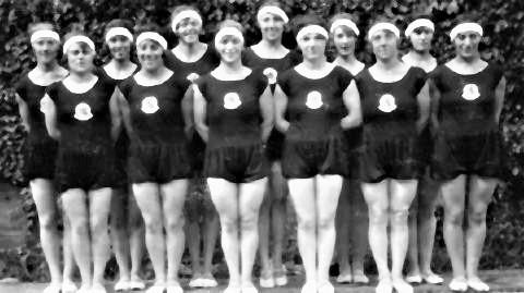 pict-1928年アムステルダム五輪での体操選手で前列はユダヤ人選手.jpg