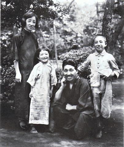 pict-1930年(昭和5年)、�Y子、蕗苳、龍介、香織.jpg