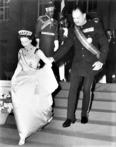 pict-1961年、エリザベス女王は16日間のパキスタン訪問.jpg