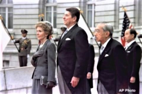 pict-1983年、昭和天皇と赤坂迎賓館での歓迎式典レーガン.jpg