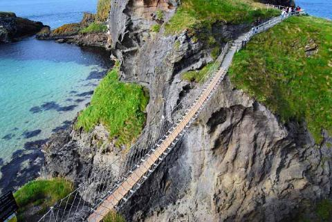 pict-2.-Carrick-a-Rede-Rope-Bridge-Northern-Ireland.jpg