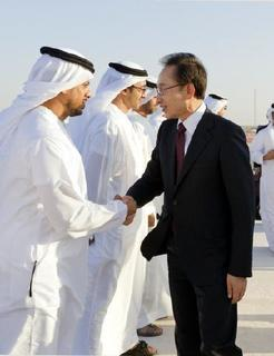 pict-2012年11月、UAEを訪問した李明博大統領がパラカの原発建設現場で.jpg