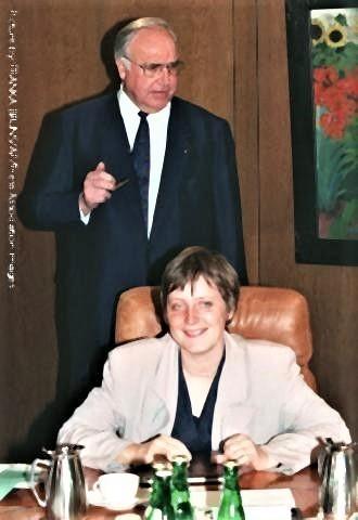 pict-36歳の時のメルケル首相.jpg