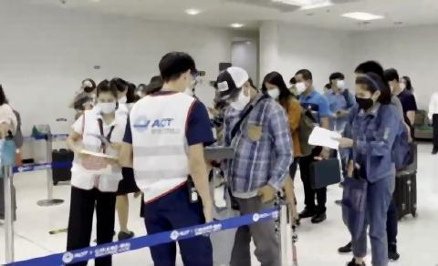 pict-48 passengers on first flight.jpg