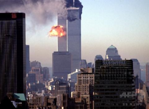 pict-9.11で崩壊のWTC.jpg