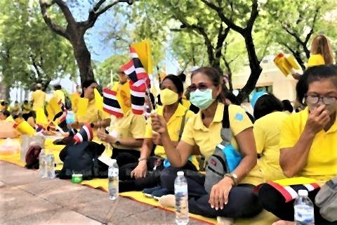 pict-Anti-government protesters march 4.jpg