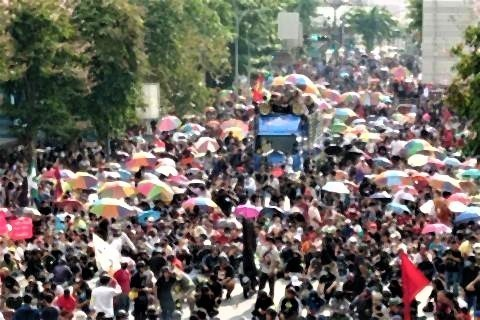 pict-Anti-government protesters march 7.jpg