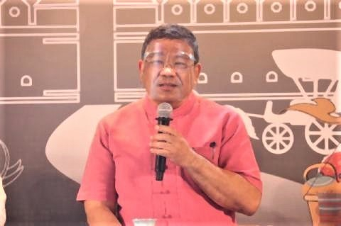 pict-Chiang Mai governor.jpg