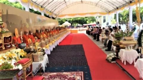 pict-City merit making ceremony.jpg