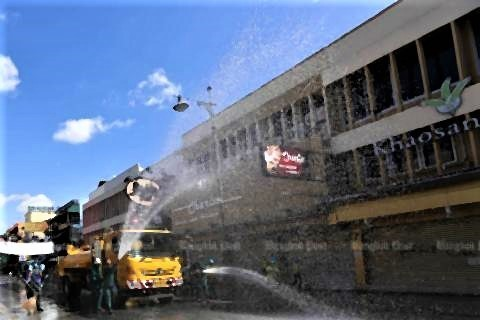 pict-Cleaning Khaosan Road2.jpg