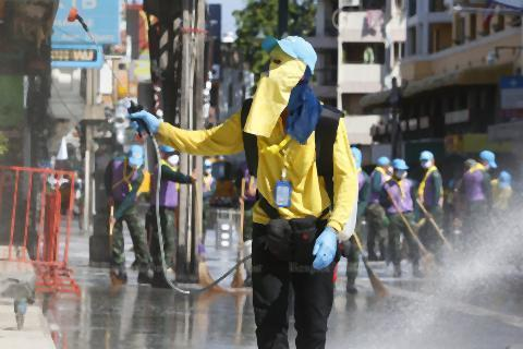 pict-Cleaning Khaosan Road3.jpg