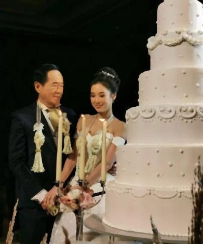 pict-Coffee tycoon gets married 3.jpg