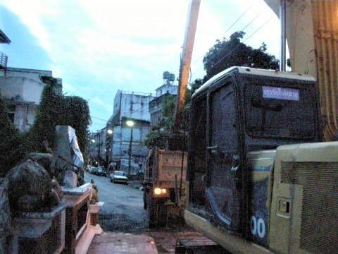 pict-DSCN4261泥取り除きユンボ.jpg