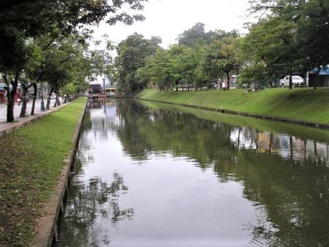 pict-DSCN4556チェンマイの堀.jpg