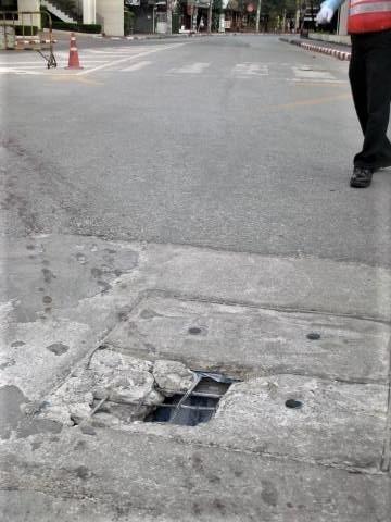 pict-DSCN4574道路の穴 (1).jpg