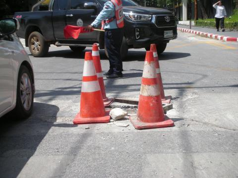 pict-DSCN4574道路の穴 (2).jpg