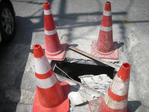 pict-DSCN4574道路の穴 (3).jpg