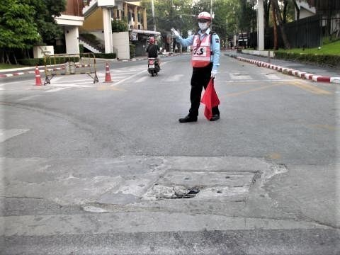 pict-DSCN4574道路の穴 (4).jpg