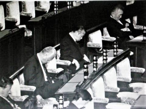 pict-DSCN5667国会居眠り (2).jpg