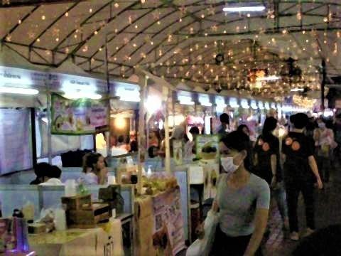 pict-DSCN7303アヌサーン市場 (9).jpg