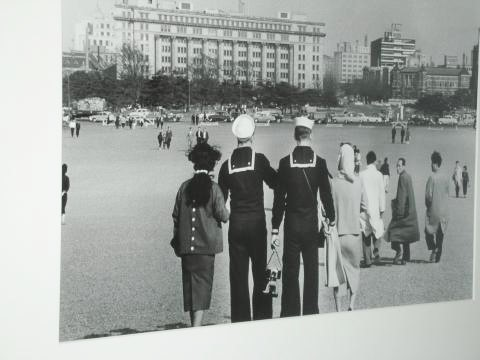 pict-DSCN7648皇居前広場1954.jpg