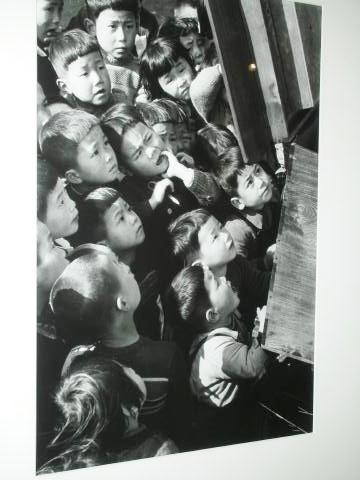 pict-DSCN7654東京・紙芝居を観る子供たち1953.jpg