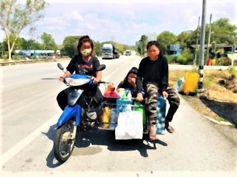 pict-Destitute family ride.jpg