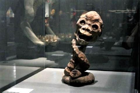 pict-「ろくろ首のミイラ」ライデン国立民族学博物館.jpg