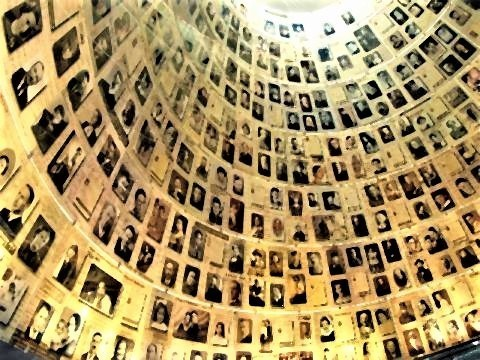 pict-「名前の広間」ホロコーストの犠牲者たちの名前や写真を連ねた部屋。.jpg