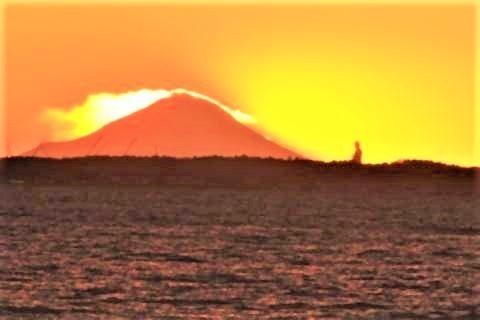 pict-「霞ヶ浦」の断崖上から、大仏と富士山.jpg