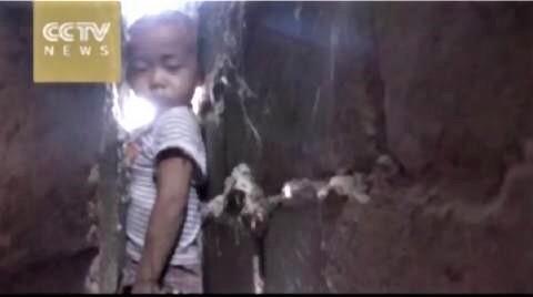 pict-なぜ中国の子供はよく建造物に挟まれるのか?2.jpg