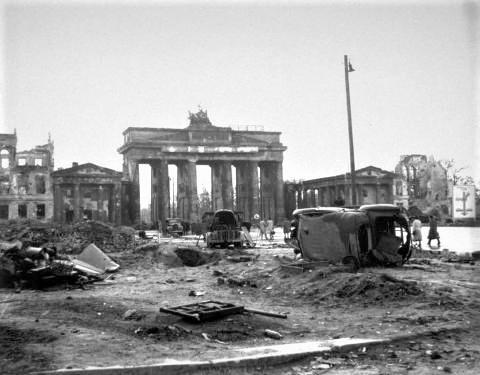 pict-イギリス空軍の爆撃やソビエト赤軍.jpg
