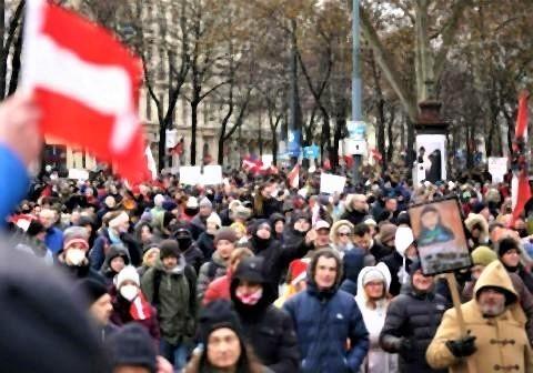pict-ウィーンで、コロナ対策の制限措置に抗議するデモ.jpg