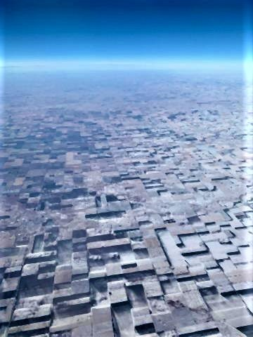pict-コロラド東部の平坦な農地風や雪が溶けた影響.jpg