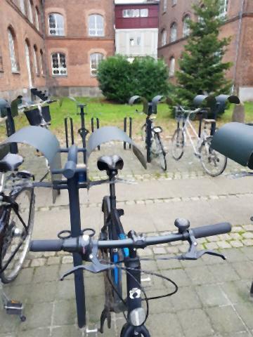 pict-サドルが濡れないようにする自転車用の屋根.jpg
