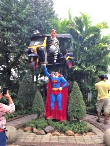 pict-スーパーマンのところに顔出し.jpg