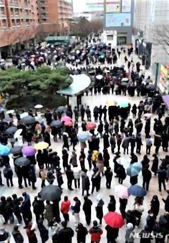 pict-ソウルの「幸福な百貨店」では2月28日、マスクを購入.jpg