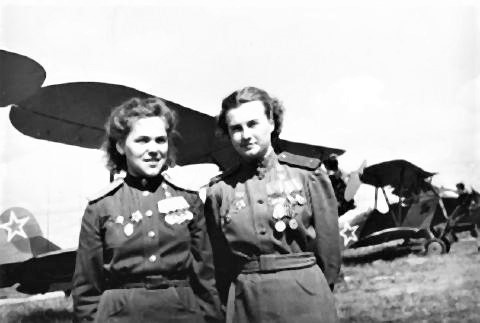pict-ソ連航空連隊の女性.jpg