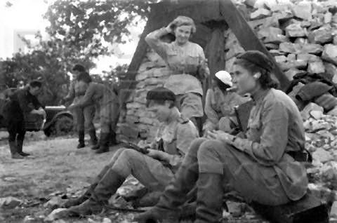 pict-ソ連航空連隊の女性2.jpg