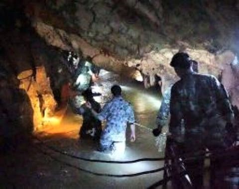 pict-タイ洞窟、13人全員を無事.jpg