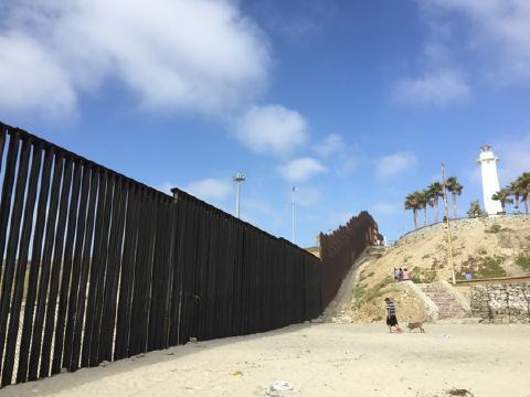 pict-ティファナの国境の壁.jpg
